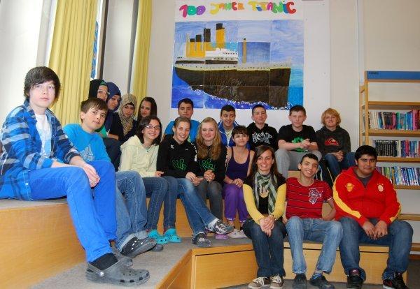 Die 3A-Klasse mit Bibliothekarin Sabrina Schmiderer